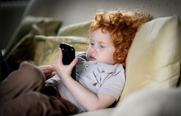 tác hại về sức khỏe của việc chơi game trên điện thoại quá nhiều